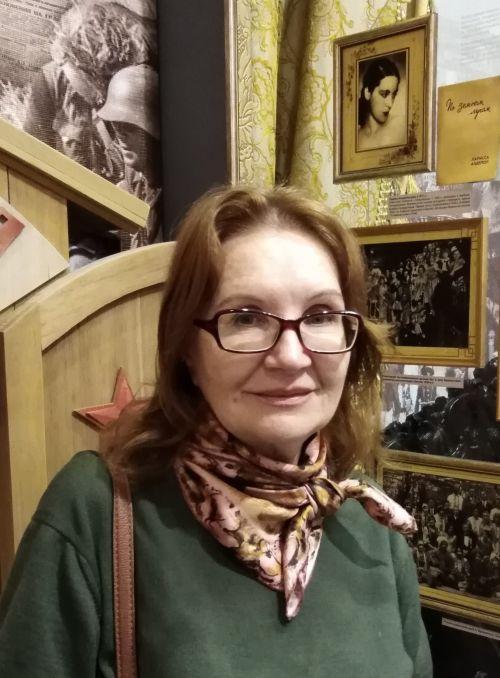 Историк Тамара Калиберова в Гродековском музее. Фото В.Иванова