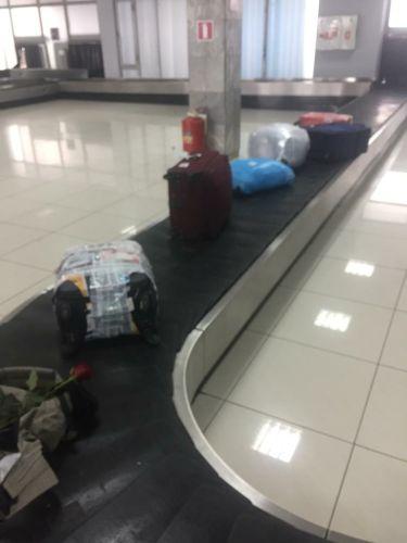 «Пока шли поиски массовой пропажи, на транспортере появились около трех десятков чемоданов, но, увы, с другого аэрофлотовского рейса, по некоторым данным, совсем не хабаровского,  а иногороднего», - цитата пострадавшего хабаровчанина. Фото одного из пассажиров шереметьевского рейса 1710.