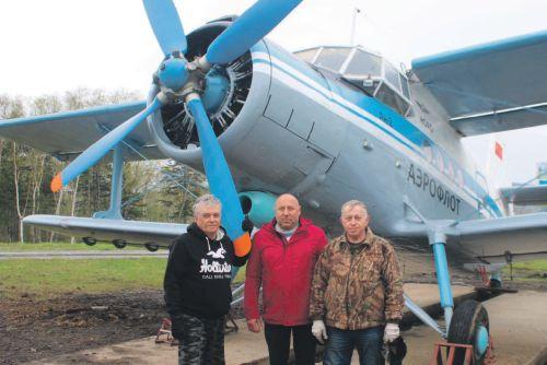 Инициаторы установки памятника  - Александр Лобастов, Андрей Котов и Валерий Шуйский.