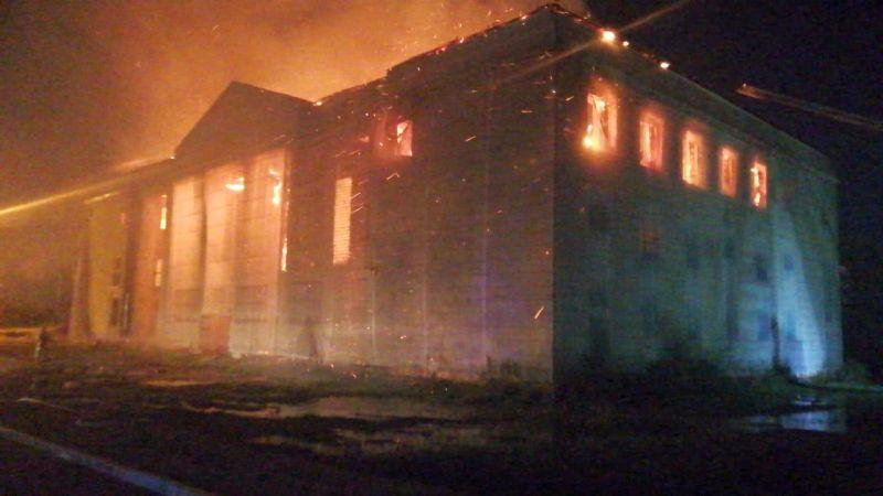 В Хабаровске сгорел бывший Дом культуры Рэбфлота